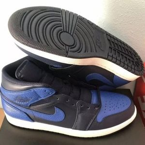 "Other - Retro Jordan 1s ""Mid obsidian"""